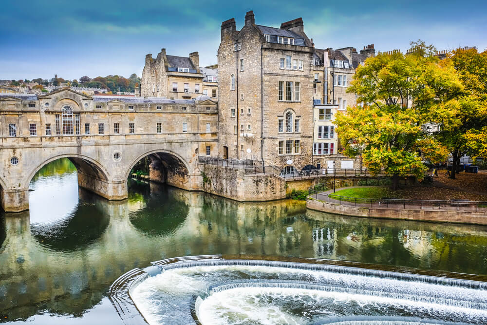 Pulteney bridge crosses the river Avon in historical town of bath, England